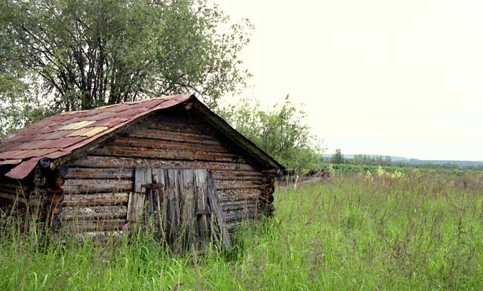A cabin/cache at Kâachik in the summer of 2000